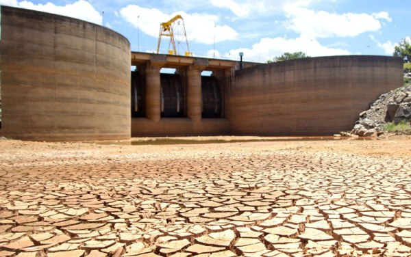 cantareira-reservoir-sadesp-sao-paulo-brazil-february-2014