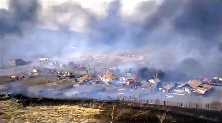 villaggio russo devastato dal fuoco