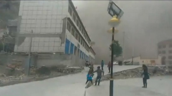 Nepal Earthquake Dust Flies