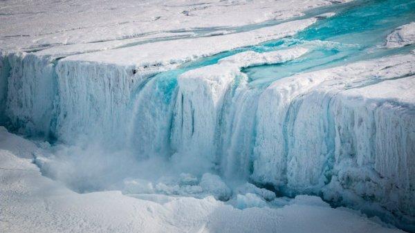 Nansen Ice Shelf Fracture