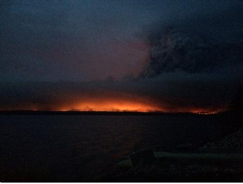Anzac fire beneath towering pyrocumulus